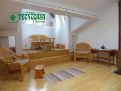 Kraków– Kazimierz - 31(62) m2Nieruchomość: ProponujemyPaństwu mieszkanie położone na terenie Kazimierza znajdujące sięna poddaszu w czteropiętrowej kamienicy z 1903 roku. Lokal opowierzchni użytkowej 31 m2, przy czym całkowita powierzchniawynosi 62 m2. Nieruchomość składa się z otwartego salonu zaneksem kuchennym i antresolą, osobnej sypialni oraz łazienki zWC.Stan mieszkania: Mieszkanie w stanie bardzodobrym, gotowe do zamieszkania. Na ścianach w pokojach gładź, napodłodze panele… Siena, Bed, Furniture, Home Decor, Decoration Home, Stream Bed, Room Decor, Home Furnishings, Beds