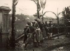 Les photos du Vietnam de 1925 à 1930 de M. Raymond CHAGNEAU: Fête et groupe de théâtre ambulant