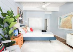 Style by Emily Henderson - Guest Room Makeover - Blu Dot Hush Platform Bed from Wayfair, Isaac Sconce - Long Arm from Schoolhouse Electric Bedroom Red, Dream Bedroom, Home Bedroom, Bedroom Wall, Master Bedroom, Bedroom Decor, Bedrooms, How To Make Bed, Blue Walls