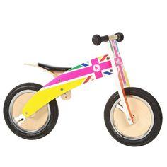 bicicleta madera rainbow Bicicleta de madera para niños sin pedales con un original diseño de la bandera de inglesa con los colores del arcoiris. Está fabricada en madera contrachapada de abedul procedente de bosques gestionados y totalmente reciclable