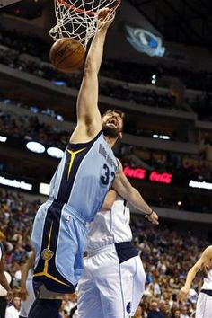 Memphis Grizzlies center Marc Gasol (33) dunks