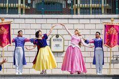 "Royal princesses👑👑 - 📸20201003✨ • • • #disney #disneyland #hkdl #香港迪士尼樂園 #magickingdom #disneylove #disneyphoto #disneyfan #disneylife…"" • Oct 3, 2020 at 10:29am UT Disney Fan, Disney Parks, Princess Face, Disney Princess, My Goal In Life, Disney Face Characters, Cosplay, Inspired, Collection"