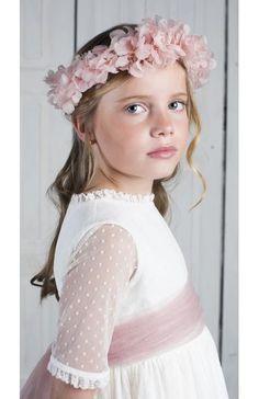 Vestido de comunion Gabriela Marfil Deladosaladoce Girls Dresses, Flower Girl Dresses, Baby Boom, Communion Dresses, Hair Beauty, Sewing, Wedding Dresses, Party, Wedding Ideas
