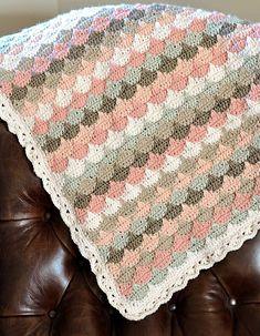 Free Crochet Grapevine Blanket Pattern. Pic Credit: http://www.downgrapevinelane.com/2013/06/clamshell-blanket.html