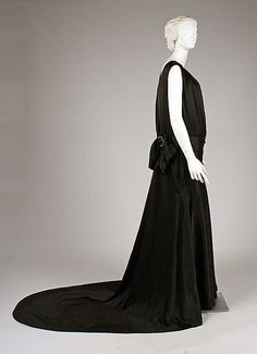 Evening dress House of Worth  Date: 1937 Culture: French Medium: a,b) silk Accession Number: C.I.41.169a, b