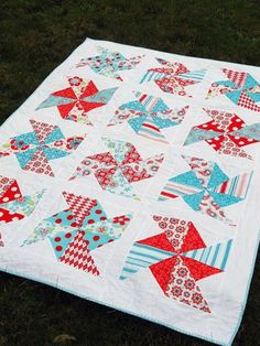Pinwheels in the Park quilt tutorial designed for Sew Mama Sew by Rachel Measham-Pywell from www.fourwisemonkeys.blogspot.com
