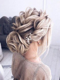 Wedding Hairstyles Updo 40 The Most Beautiful Wedding Hairstyles for Brides - Fashion - It's almost effortless. This hairdresser's bun is twisting my beauty. It's your new hobby style. Low waist ponytails and simple bread are the basis of… Braided Hairstyles Updo, Braided Updo, Updo Curly, Braid Updo Messy, Updos With Braids, Braid Buns, Fishtail Updo, Braided Crown, French Fishtail