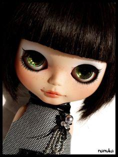 "Dark, sexy and ""dangerous"": #OOAK #Blythe #doll Nanuka."