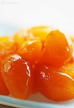 Super easy recipe for candying kumquats, those mini citrus you can eat whole. Great as a sweet condiment for meat and cakes. Jam Recipes, Canning Recipes, Fruit Recipes, Kumquat Recipes Easy, Kumquat Ideas, Kumquat Marmalade Recipes, Drink Recipes, Chutney, How To Make Spice