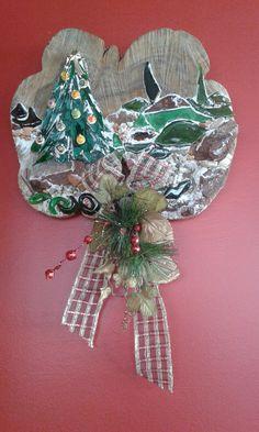 Enfeite natalino para porta: vidro, espelho sobre madeira.