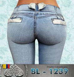 Luce #sexy y a la #moda con estos jeans corte colombiano.