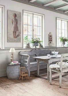 Benches around the dining table, great idea