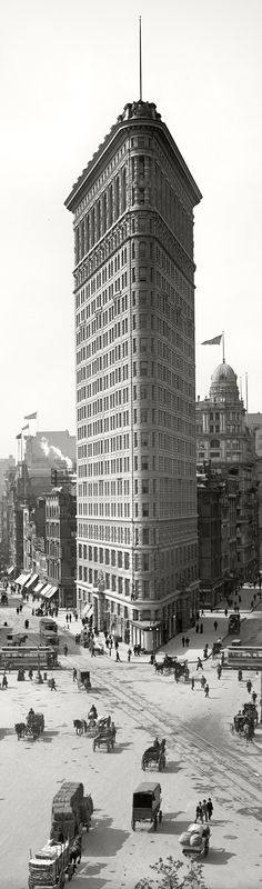 Flatiron Building, New York City, 1902. Architects: Daniel Burnham, Frederick P. Dinkelberg