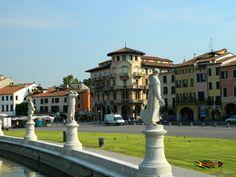 Prato Della Valle - Padova, Nikon Coolpix L310, 10.2mm,1/800s,ISO80,f/3.8, 201507170901