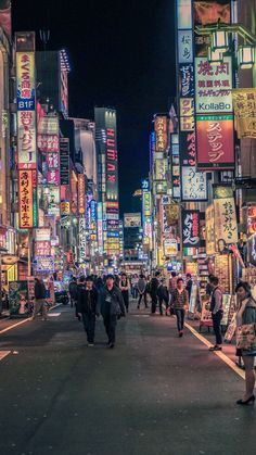 Planning a trip to Japan and not quite sure what to do in Tokyo? Here is a list of the best 50 things to do in Tokyo. japan 50 things to do in Tokyo for first time visitors Aesthetic Japan, City Aesthetic, Travel Aesthetic, Beach Aesthetic, Japan Travel Photography, Photography Beach, Scenery Photography, Photography Tips, Landscape Photography