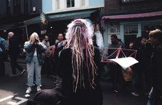 Street photography. Fotografía callejera. Notting Hill. Londres #bambibacks #pink