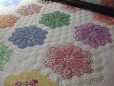 Amazing!  This would be a great way to quilt my Grandmother's Flower Garden quilt.  via stone-belle.blogspot.com