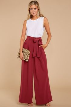 34 Casual Wear to Work Ideas for Women - Biseyre Si eres como yo, vives y res. 34 Casual Wear to Work Ideas for Women – Biseyre Si eres como yo, vives y respiras moda. Plazzo Pants Outfit, Wide Pants Outfit, Summer Pants Outfits, Spring Outfits, Pallazo Pants, Dressy Pants, Casual Wear, Casual Outfits, Fashion Outfits