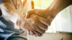 Apply These 10 Techniques to Improve Your Business Handshake