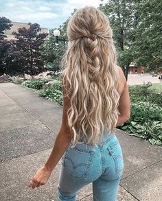 long blonde beachy curls and blonde balayage hair icy blonde hair ideas high waisted levis skinny jeans half french braid hair updo ideas for women best braids for bridesmaids Balayage Blond, Icy Blonde, Blonde Curls, Long Curly Blonde Hair, Beachy Blonde Hair, Pretty Blonde Hair, Long Hair Dos, Blonde Hair Girl, Long Beach Hair
