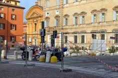 Piazza Roma vietata (o quasi) alle auto - Foto e video - Gazzetta di Modena http://gazzettadimodena.gelocal.it/modena/foto-e-video/2015/01/07/fotogalleria/pizza-roma-vietata-o-quasi-alle-auto-1.10624116#1