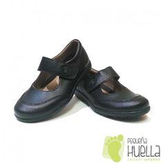 301202f9fdc Preciosos Zapatos para niñas colegiales en piel salvaje muy suaves y  cómodos. Además para que
