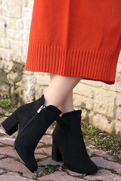 Black Suede Boots With Zipper Heel Warm Outfits, Stylish Outfits, Cool Outfits, Fashion Wear, Fashion Boots, Fashion Outfits, Fashion Trends, Preppy Trends, Ankle Shoes