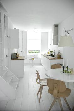 White kitchen via my scandinavian home Deco Design, Küchen Design, House Design, Design Ideas, Design Studio, Scandinavian Kitchen, Scandinavian Interior, White Heaven, Minimalist Dining Room