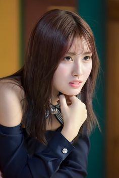Momo of Twice Nayeon, Kpop Girl Groups, Kpop Girls, Korean Girl, Asian Girl, Signal Twice, Sana Momo, Minatozaki Sana, Hirai Momo