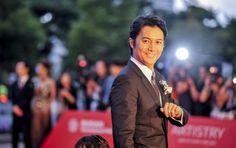 ニュース  『第18回釜山国際映画祭』のオープニングセレモニーが3日、韓国・BusanCinemaCenterで行われ、「アジア映画の窓」部門にて出品される、映画『そして父になる』の主演を務める福山雅治が熱烈な歓迎を受けた。 News, Style, Celebrities, Photos, Swag, Stylus