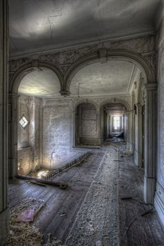 Missing… Architecture – Abandoned Places – Hotel The post Missing… appeared first on Welcome! Old Abandoned Buildings, Abandoned Property, Abandoned Castles, Abandoned Mansions, Old Buildings, Abandoned Places, Beautiful Architecture, Beautiful Buildings, Hotel Architecture