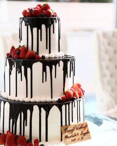 ウエディングケーキとしても人気!つやつやたらーり「 #ドリップケーキ 」がおしゃれ|おうちごはん Panna Cotta, Wedding Cakes, Yummy Food, Ethnic Recipes, Desserts, Bloom, Foods, Weddings, Pastries