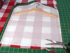 Peg bag tutorial Use your pattern to cut out one piece for the front of the bag. Sewing Projects For Beginners, Sewing Tutorials, Sewing Hacks, Sewing Crafts, Sewing Patterns, Diy Clothespin Bag, Laundry Peg Bags, Clothes Pegs, Clothes Pin Bags