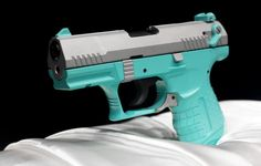 Usually I'm totally against anything but black and gunmetal gray guns, but this color scheme is pretty friggin awesome. ANYTHING BUT PINK! Big Girl Toys, Best Pocket Knife, Pocket Knives, Love Gun, Cool Guns, Guns And Ammo, Concealed Carry, Self Defense, Tiffany Blue