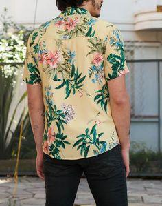 Camisa Estampada FTender. TricTric Camisas Masculinas: Um Mar de Estampas Em Edições Limitadas! Frete Grátis a partir de R$300,00 e Primeira Troca Grátis! CONHEÇA! Moda Tropical, Camisa Floral, Tropical Fashion, Casual Outfits, Men Casual, Vintage Hawaiian Shirts, Printed Shirts, Long Sleeve Shirts, Style Inspiration