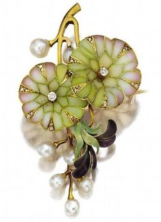 AN ART NOUVEAU GOLD, PLIQUE-À-JOUR ENAMEL AND PEARL PENDANT-BROOCH, CIRCA 1900.