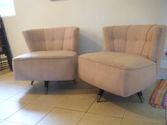 PAIR OF MID CENTURY MODERN PINK KROEHLER SWIVEL CHAIRS. BOTH CHAIRS NEED A  GOOD BATH