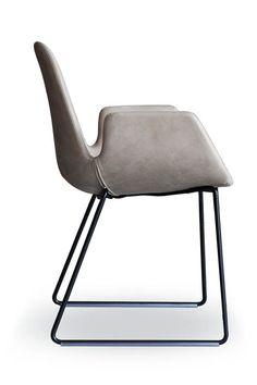 Tonon STEP Armchair - ein Designer Stuhl aus feinstem Leder. Jetzt online Design Sitzmöbel von MBzwo und weiteren Marken wie Tonon entdecken. #design #sitzmöbel #interior #esszimmer