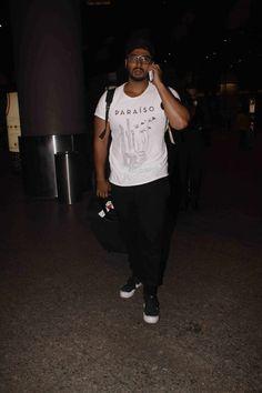 nice Shahrukh and Shriya snapped at Mumbai international airport