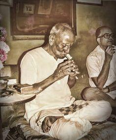 Nisargadatta Maharaj lighting up a beedi - Photo 59 ~ Sri Nisargadatta Maharaj