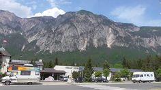 Dreiländerecke Nord parking, hotel i stacja benzynowa na granicy Austrii, Włoch i Słowenii, niedaleko miejscowości Arnoldstein.