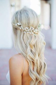 See the perfect half updo wedding hairstyles. If so, that is right ideas relating to curly half updo wedding hairstyles, half updo hairstyles for wedding guests, half updo wedding hairstyles, also numerous wedding hairstyles suggestions. Half Updo Hairstyles, Wedding Hairstyles For Long Hair, Bride Hairstyles, Bohemian Hairstyles, Hairstyle Ideas, Hair Half Updo, Hairstyles 2018, Curly Hair Styles Wedding, Ball Hairstyles