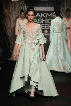 Have a wedding to go to, don't know what style you want to wear? Check out these amazing Indian Wedding dress options from Lakme Fashion Week. Latest Indian Fashion Trends, Ethnic Fashion, Trendy Fashion, Indian Latest Fashion, Fashion Styles, Trendy Outfits, Latest Trends, Lakme Fashion Week 2017, India Fashion Week