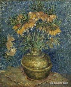 빈센트 반 고흐 '구리화병의 왕관패모꽃' 1886년 후기인상주의 오르세미술관 소장 이 작품 속에 표현된 패모꽃은 봄에 피는 백합과의 알뿌리 식물이다. 따라서 빈센트 반 고흐가 이 작품을 그렸던 때에는 봄이었을 것으로 추정되며, 작품 속의 종은 19세기 프랑스와 독일의 정원에서 자란 왕관패모꽃이다. 각각의 뿌리로부터 뻗어 나온 하나의 긴 줄기에 오렌지-레드 계열의 꽃이 세 개에서 네 개 정도 핀다. 그런데, 작품 속의 구리 화병에 꽂혀있는 꽃을 보면, 고흐가 단지 하나 또는 두 개의 뿌리가 있는 패모꽃을 그린 것으로 파악된다.