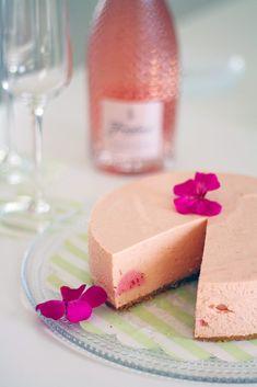 Kevään juhlat ja keveä raparperi-entremet - Lunni leipoo