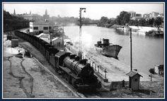 Muelle de la Sal - Sevilla 1966 , fotpo Marc Dallhstom, locomotora de vapor tirando de un convoy de vagones, por el muelle de la Sal