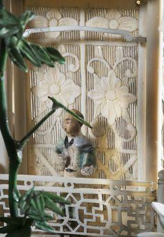 Pagode à sept étages et sa terrasse, ivoire sculpté et ajouré, partiellement polychromé, pierres semi-précieuses ( détail). Chine, dynastie Qing, Guangzhou (Canton), vers 1845. Coll. MADOI (inv. n° OA.2012.2263)