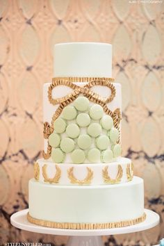 Elegant white wedding cake #wedding #cake #original