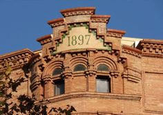 An old pic façade, love it !