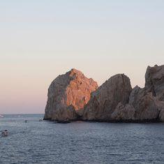 cute postcard of a sunset  | #paisajes #naturaleza #nature #landscaper #paisaje #vacaciones #travel #turismo #loscabos #sky #stones #sea #endoftheworld #ocean #travels #beautifulplaces #beautifuldestinations